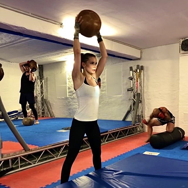 MMA Circle Fitness Frauen